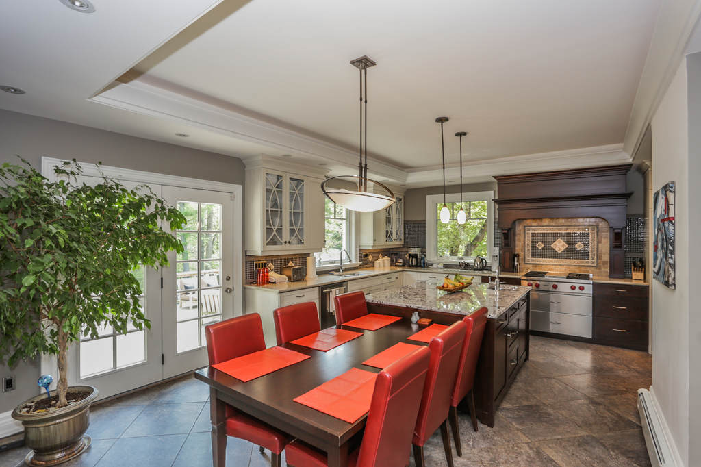 Kitchens. London Ontario renovations / kitchen design / kitchen installation project by Core Builders A photo.